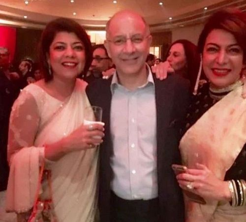 Divya Seth With Her Sister and Brother