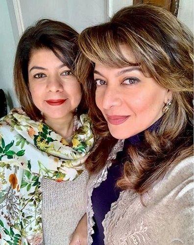 Divya Seth With Her Sister