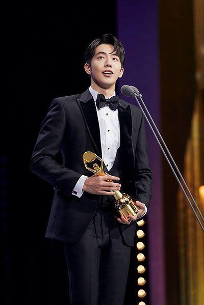 Nam Joo-hyuk Giving his Award Acceptance Speech at Blue Dragon Film Awards