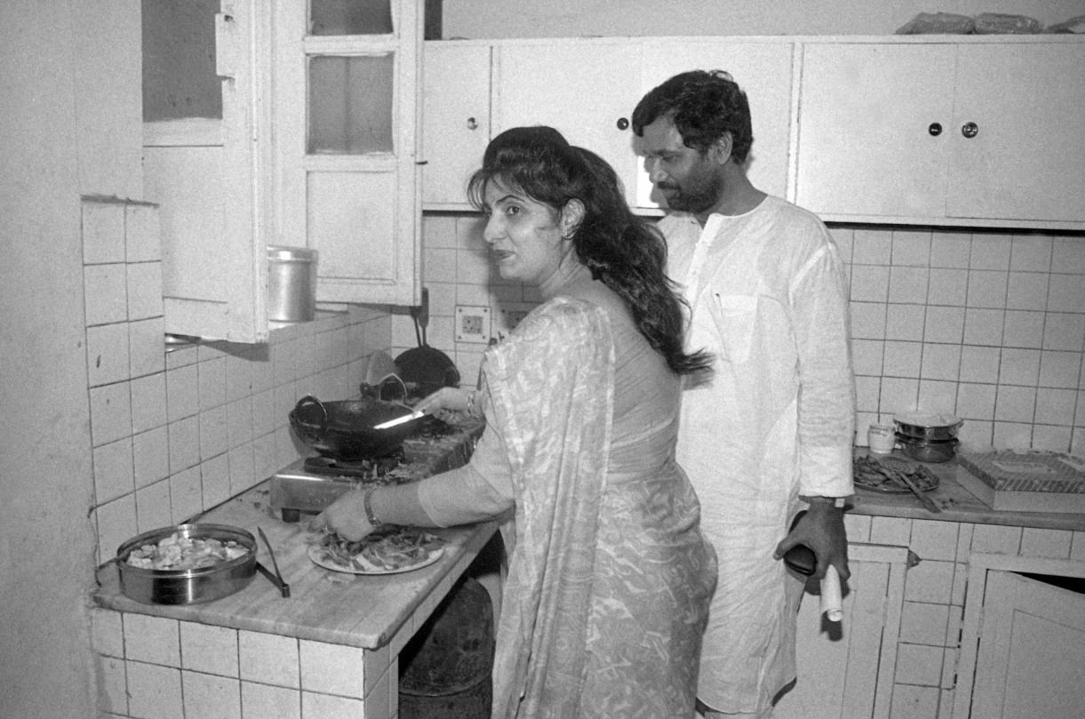 Ram Vilas Paswan and his wife Reena Paswan frying pakoras for journalists before a press conference
