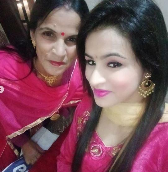 Nisha Dhaundiyal with her mother