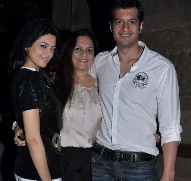Shweta Agarwal with her mother and brother
