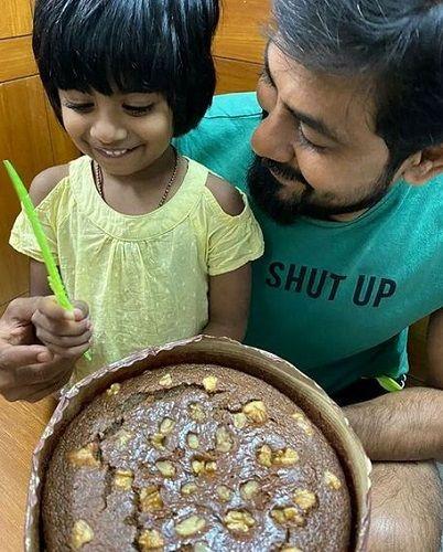 Aari Arjuna With His Daughter