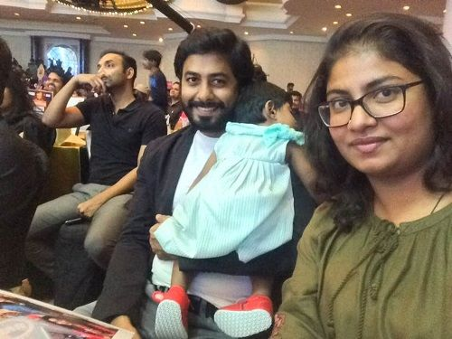 Aari Arjuna With His Wife and Daughter