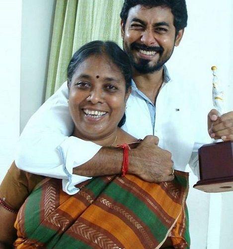 Aari Arjuna With His Mother
