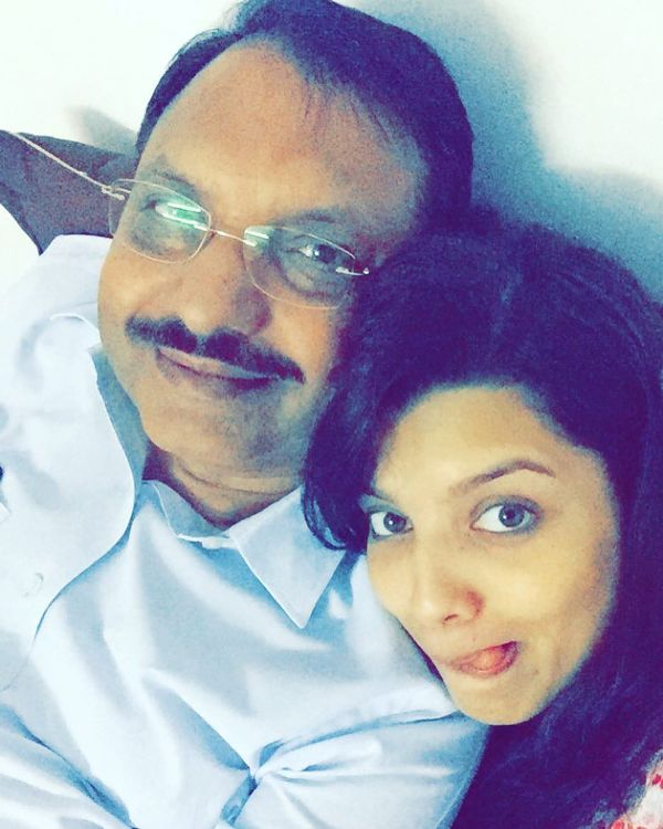 Riya Deepsi with her father