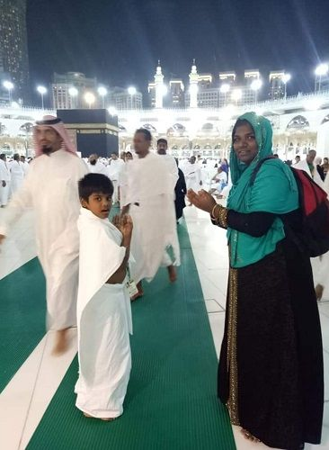 Aranthangi Nisha With Her Family at Hajj