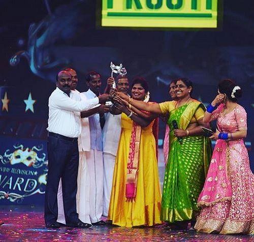 Aranthangi Nisha Holding Her Award