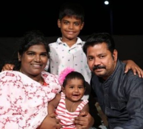Aranthangi Nisha With Her Husband and Children