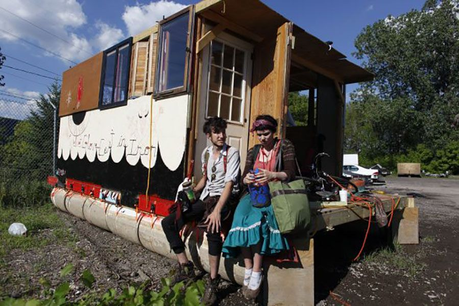 Grimes and William Gratz on their Houseboat