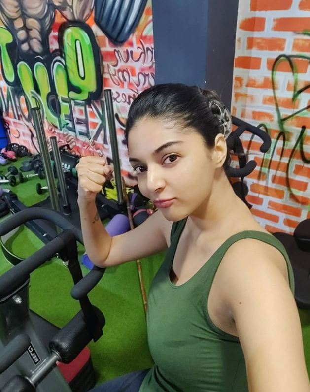 Sanam Shetty inside the gym