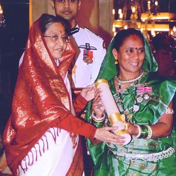 Phoolbasan Bai Yadav Receiving Padma Shri