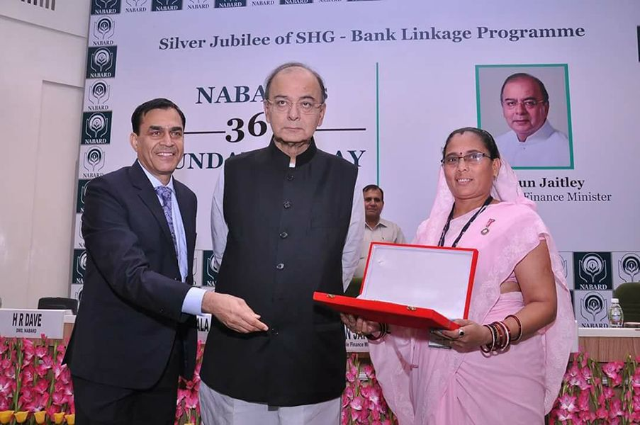 Phoolbasan Bai Yadav Receving National Award for Best Performance by NABARD