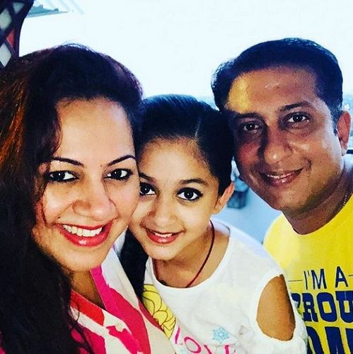 Archana Chandhoke With Her Husband and Daughter