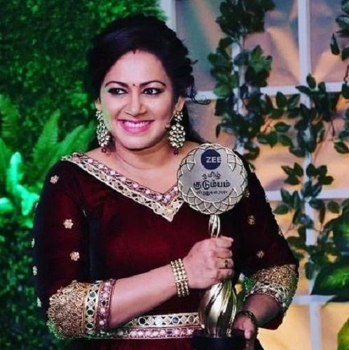Archana Chandhoke With Her Award