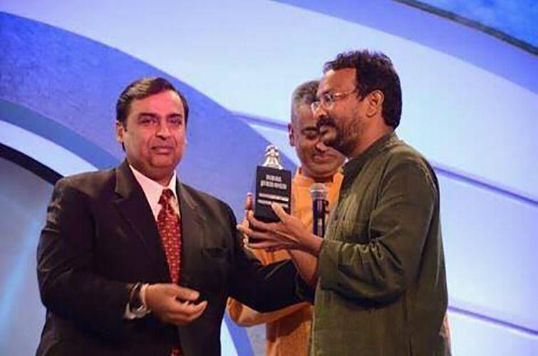 Bezwada Wilson Receiving Real Hero Award