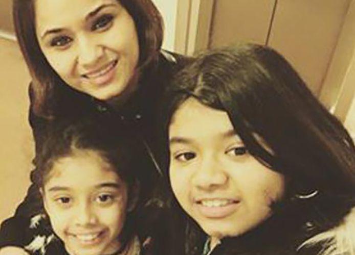 Ritu Soni with her Daughters