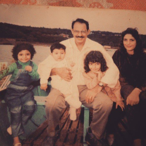 Shernavaz Jijina's family picture with her mom (right), father, (middle), and her two sister (middle and right)