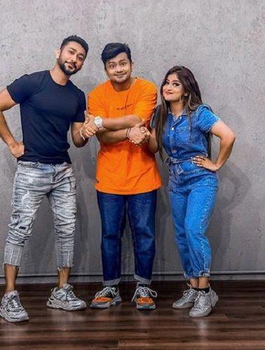 Zaid Darbar With His Siblings
