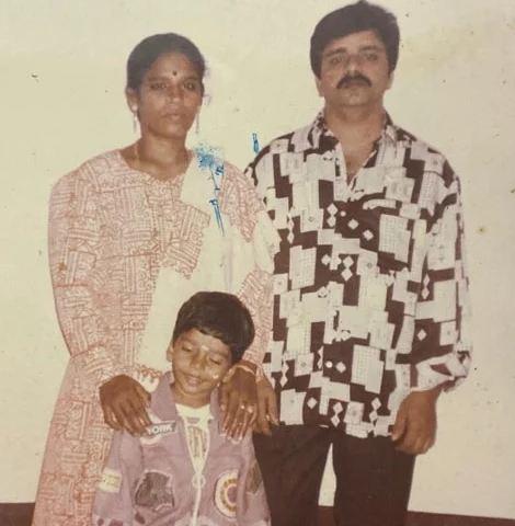 Balaji Murugadoss with his parents
