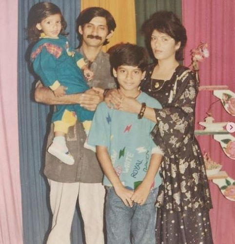 Milind Chandwani's Old Picture With His Family
