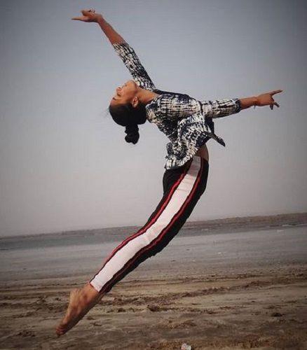 Sumbul Touqeer Khan Dancing