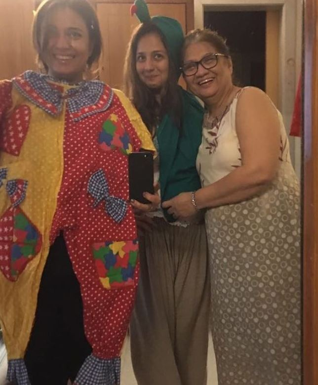 Bhavna Ruparel with her mother and sister