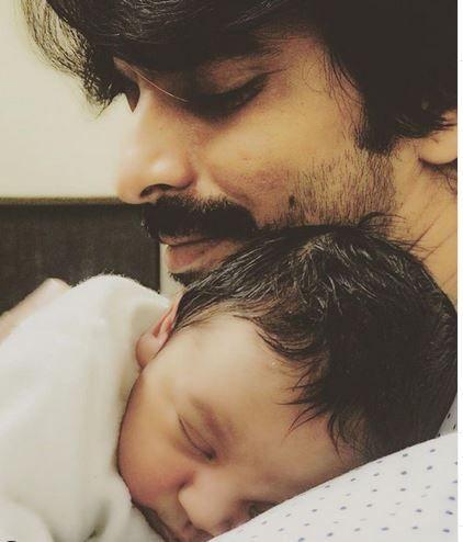 Gashmeer Mahajani With His Son