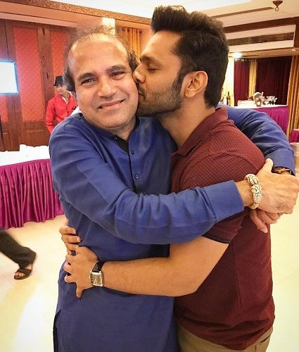 Rahul Vaidya With Suresh Wadkar