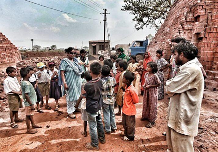Anuradha Bhosle with Migrant Children at a Brickyard