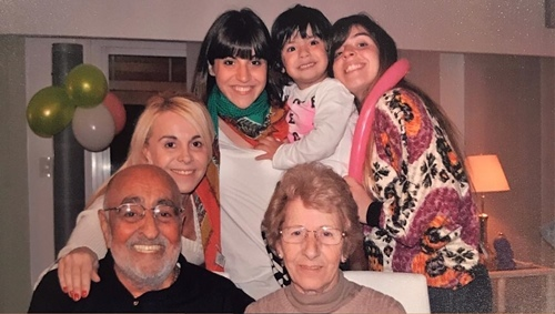 A family photo of Claudia Villafañe with her parents and daughters