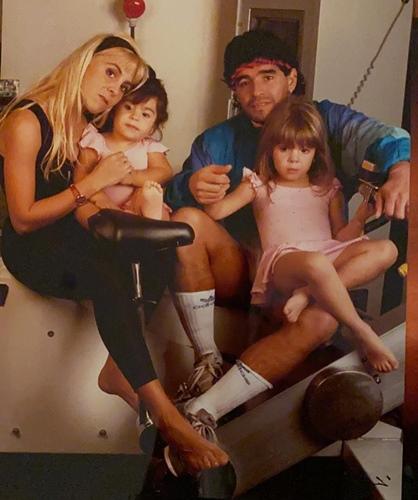 Claudia Villafañe with Diego Armando Maradona and her daughters, Gianinna and Dalma Maradona