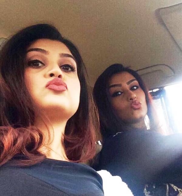 Zoya Nasir with her sister