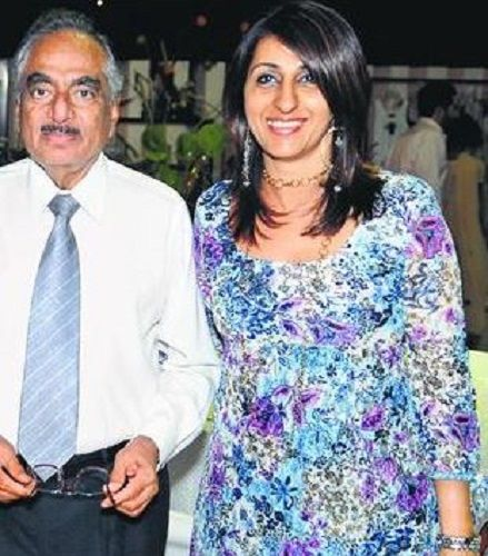Mana Shetty's Father and Sister