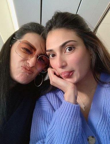 Mana Shetty and her Daughter