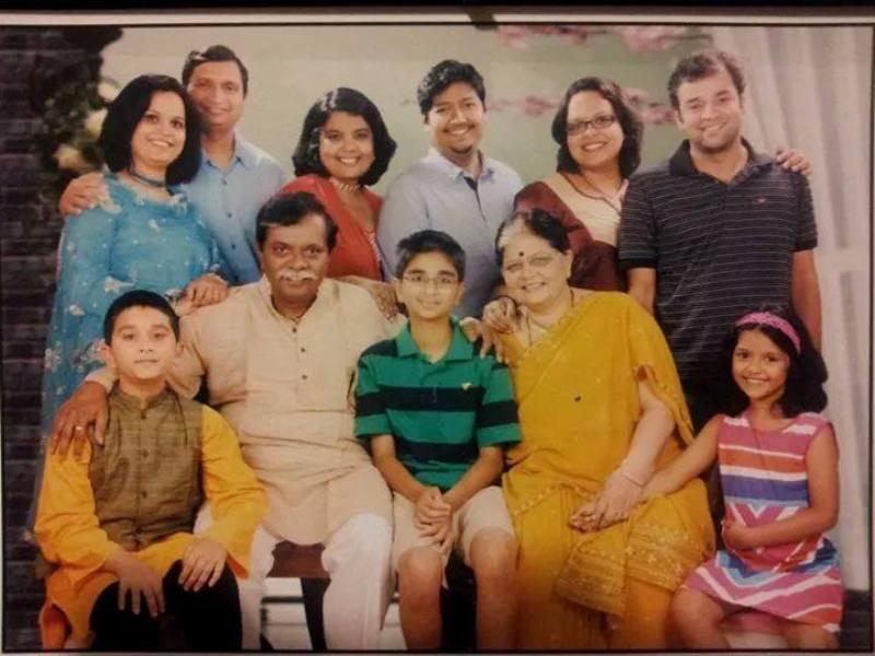 Sadashiv Amrapurkar's family (Sayali is on the far left)