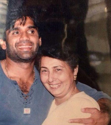 Mana Shetty's Mother and Husband