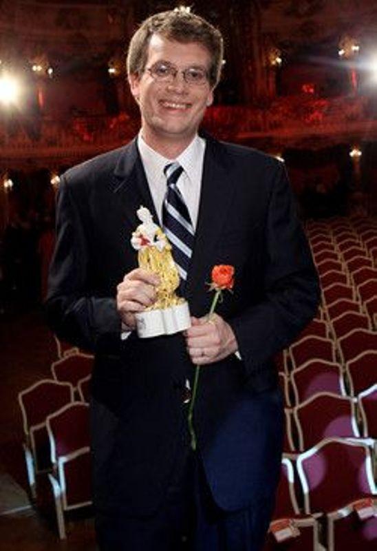 John Green holding the Corine Literature Prize