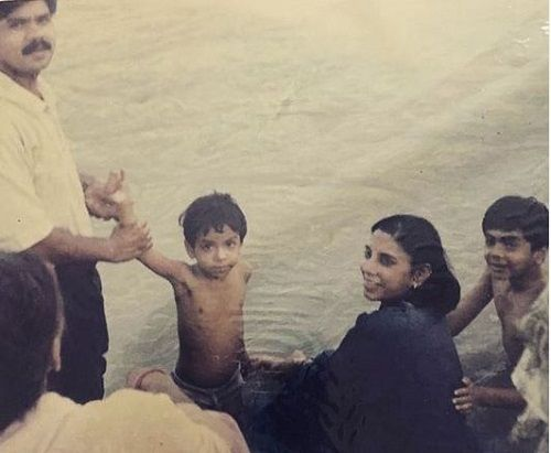 Adarsh Gourav's Childhood Picture with his Family