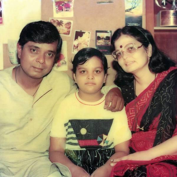 Sadashiv Amrapurkar with his wife and daughter Rima