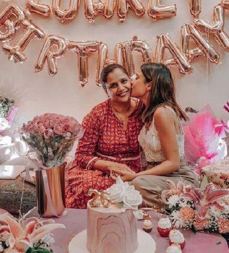 Riya Jain and her mother