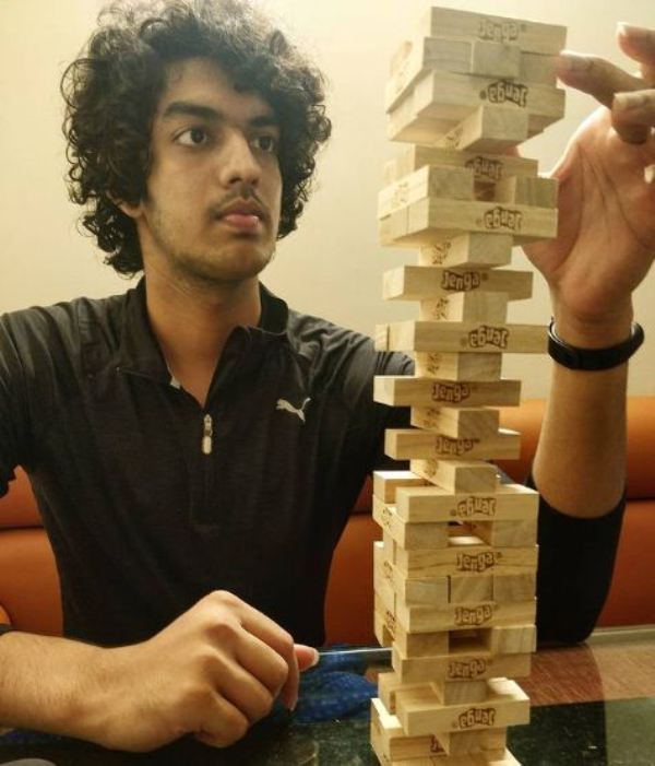 Srihari Nataraj playing Jenga