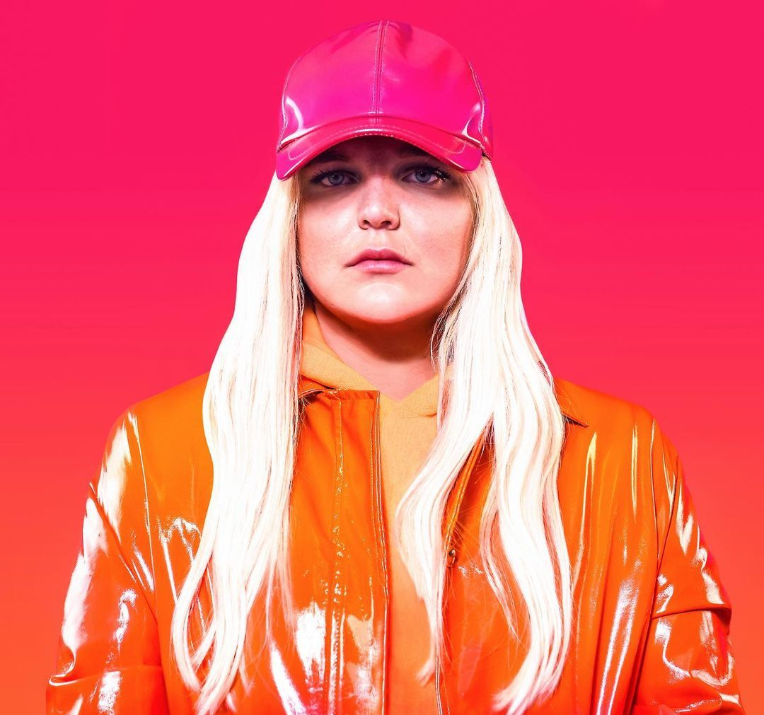 TONES AND I (Singer) Wiki, Biography, Age, Boyfriend, Family, Facts and More - Wikifamouspeople