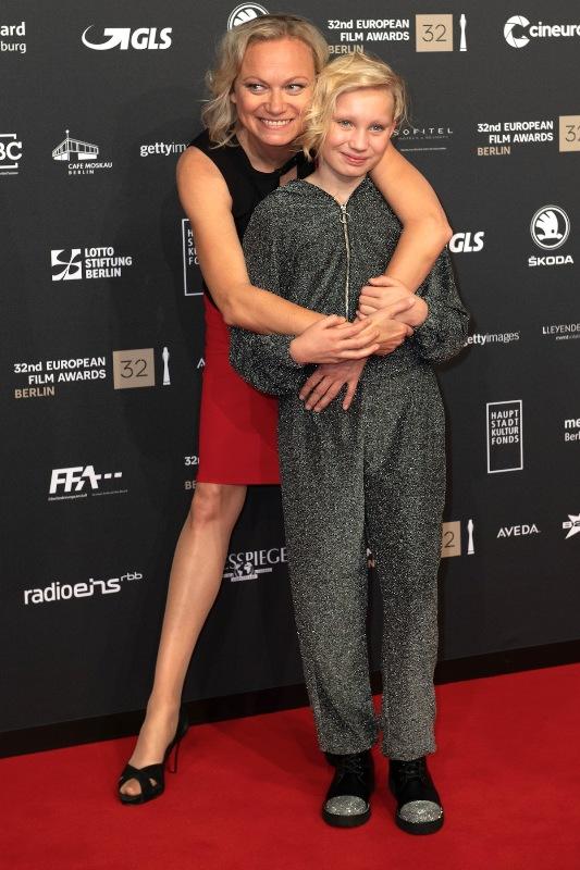 Helena Zengel with her mother