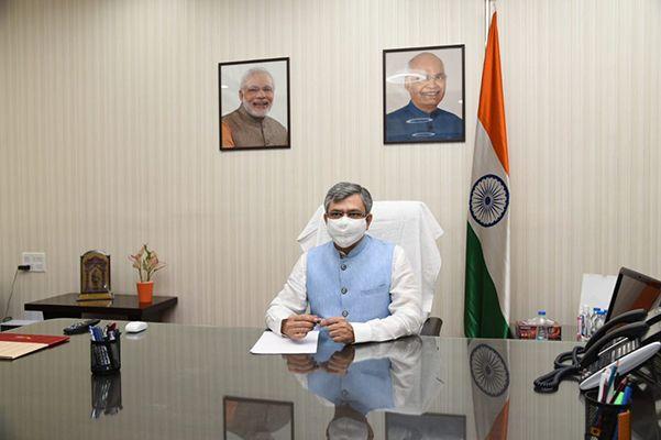 Ashwini Vaishnaw assuming office as Minister of Communications at Sanchar Bhawan