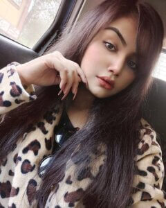 Geethika Jeshwi selfie in car