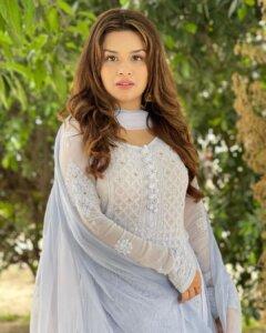 Avneet Kaur cute in white chudidhar