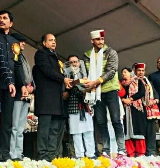 Ashish Kumar receiving Himachal Sports Parashuram Award