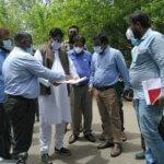 Ahmed Bin Abdullah Balala checking work photo