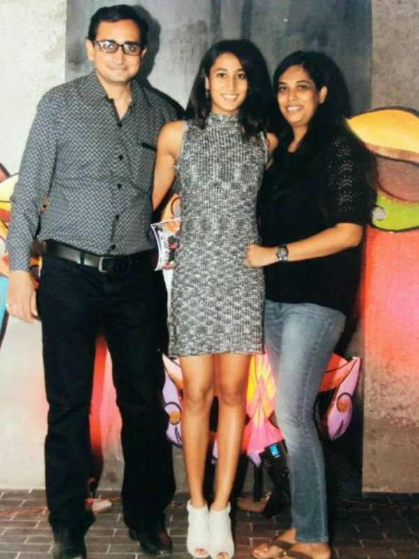 Maana Patel with her parents